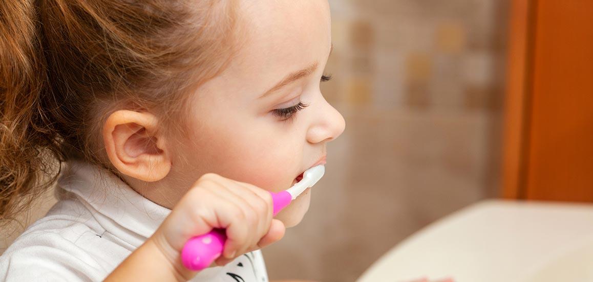 como-cepillarse-los-dientes-ninos-www.dentalpenalver.com_.jpg